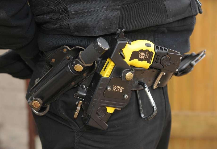 how far can a police taser shoot